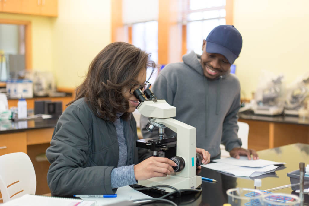 Photo of postbaccalaureate students in the Lyons Center lab